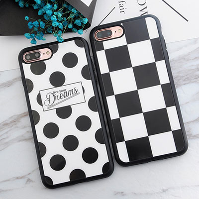 Cover iPhone8 a scacchi e pois